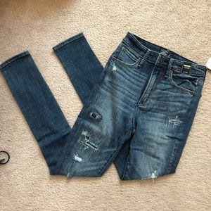 NWT Abercrombie Ripped Skinny Jeans